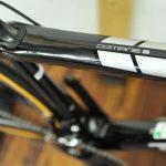 セラミックパーツにロードチューブレス 快適性と回転効率にこだわったカスタム「トレック ドマーネS」